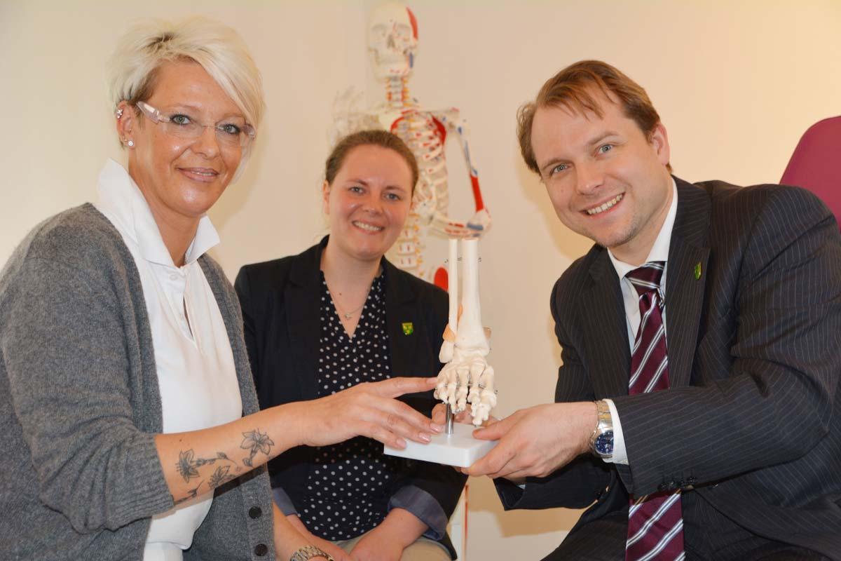 (v.l.n.r.) Nicole Ganse - Podologin, Bele Hoppe - Wirtschaftsförderin, Dr. Martin Mertens - Bürgermeister