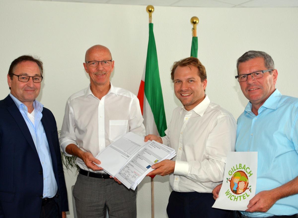 V.l.n.r.: Architekt Heinz Berger, BM Harald Zillikens (Jüchen), BM Dr. Martin Mertens (Rommerskirchen), Baudezernent Hans-Josef Schneider (Rommerskirchen)